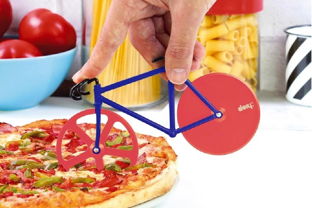 pizza cutter red blue